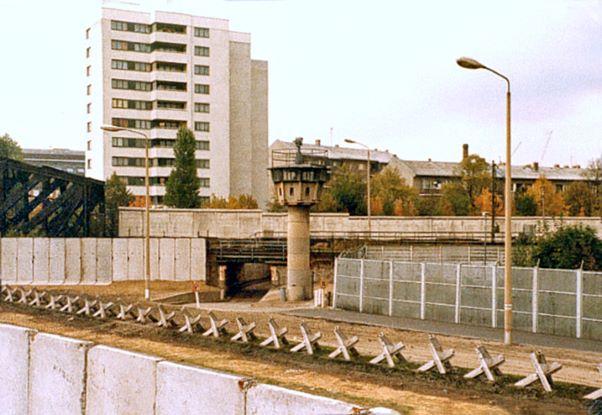 Berliner Mauer mit Panzersperren Liesenstrasse Gartenstrasse1980